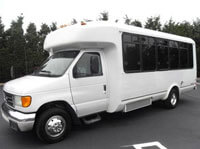 15 & 25 Passenger Buses Now Available From Wisconsin Dells Kangaroo Taxi