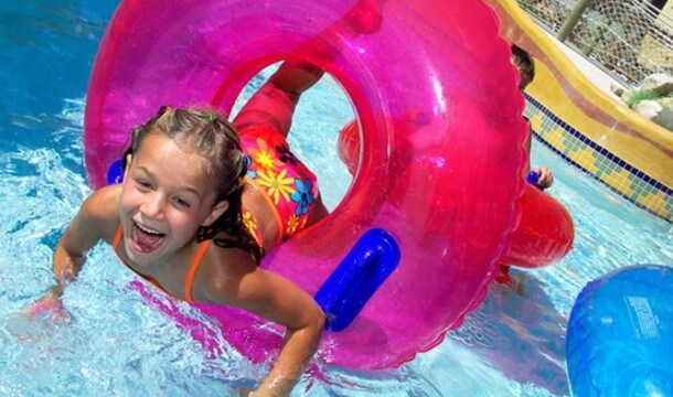 Best Waterparks for Families in the Dells!